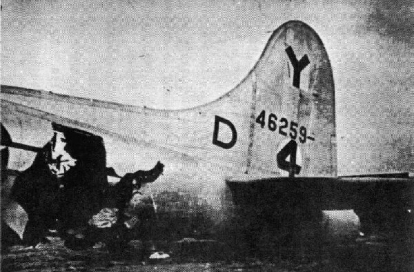 Hole in the waist  of the plane B-17 44-6259