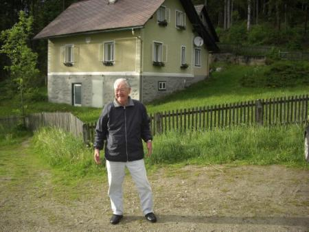 Bill visits Cobbler Lang's house where he was shelterd his second night