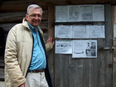 Doug Hillhouse at Putzentalalm at the wall of documents