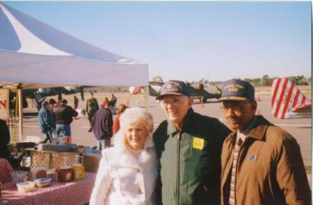 Thomas with wife Shirley and a Tuskegee Airman at air show in Ocala Florida in 2009