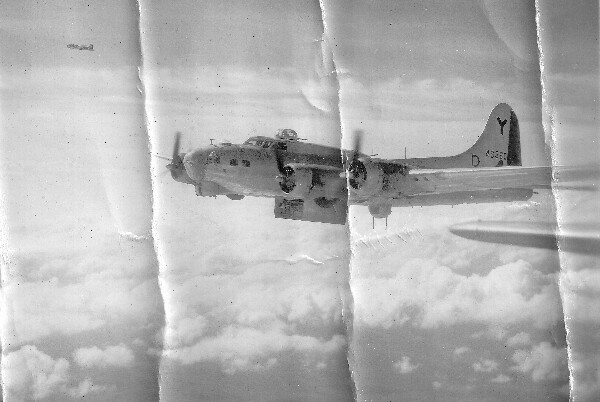 419 BS A/C 44-6360 301st Bombardment Group Mission to Vienna Austria  - MY on 02/20/1945